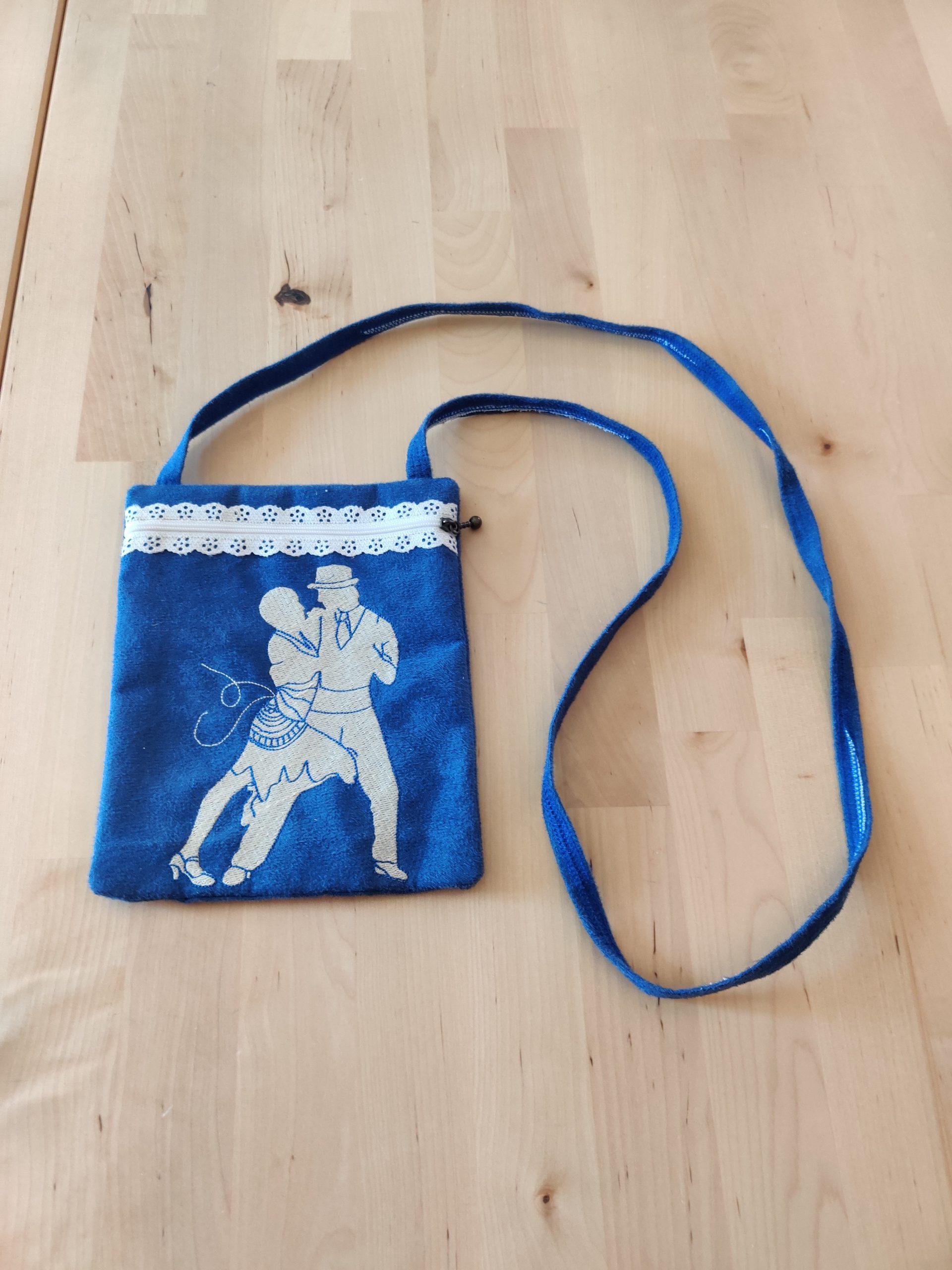 pochette bleu tango