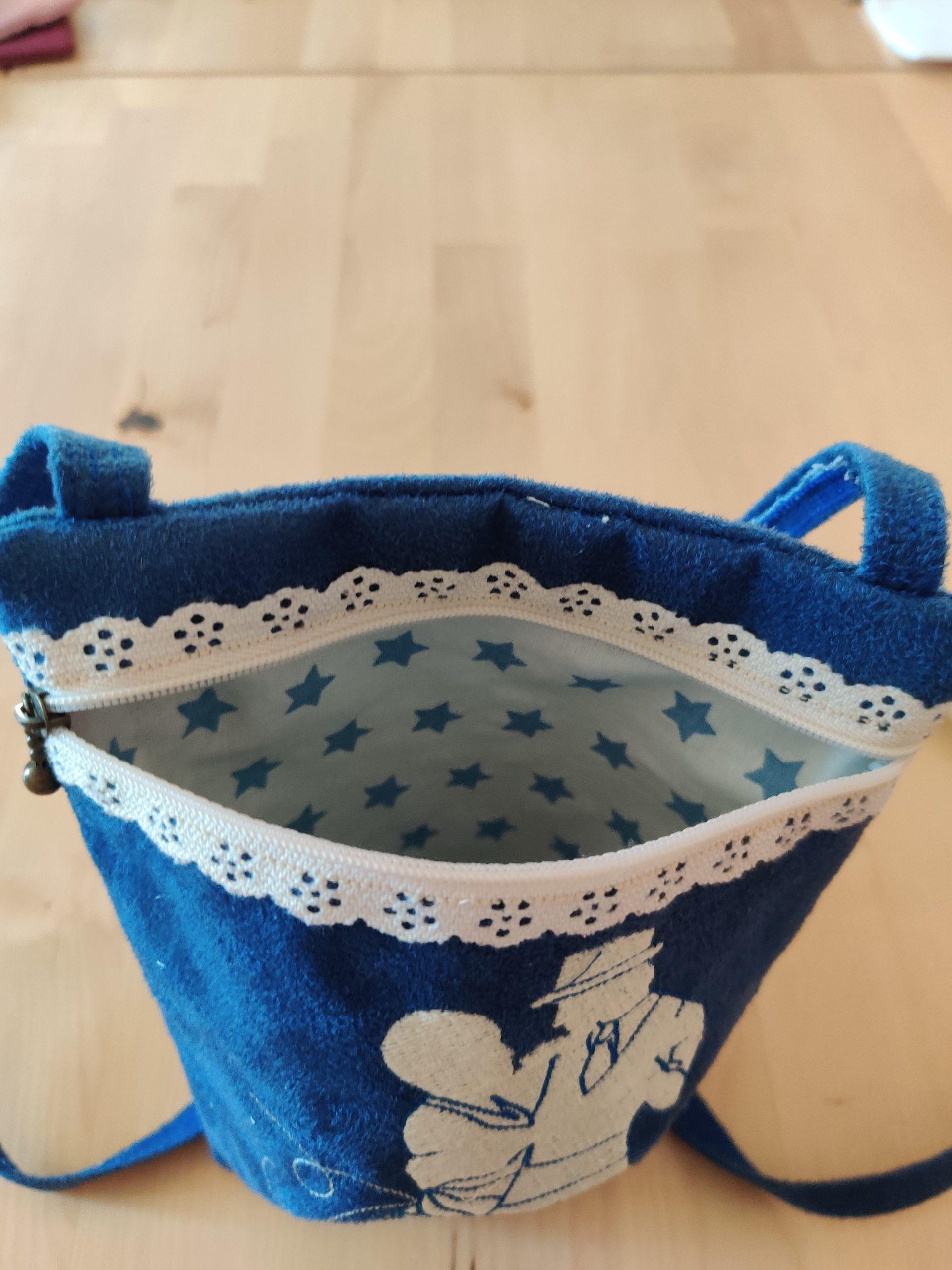 pochette bleu intérieur
